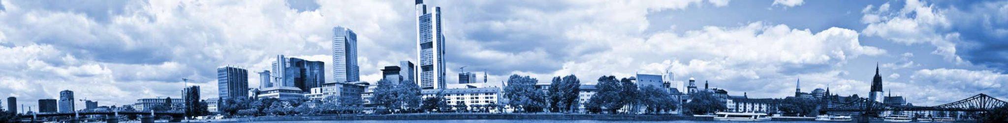 Blick auf die Skyline von Sachsenhausen über den Main aus.