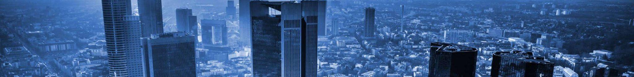 Vogelperspektive auf Frankfurt und die Gebäude drum herum.